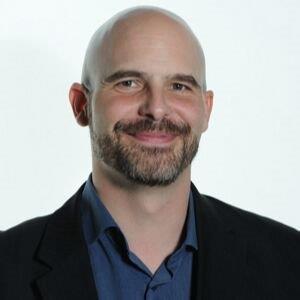 Kevin is zeer ervaren taaltrainer zakelijk Engels, financieel Engels en woont in Amsterdam.